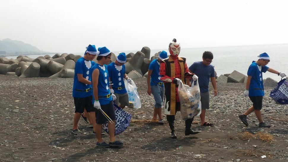 海でつながるゴミ拾い2